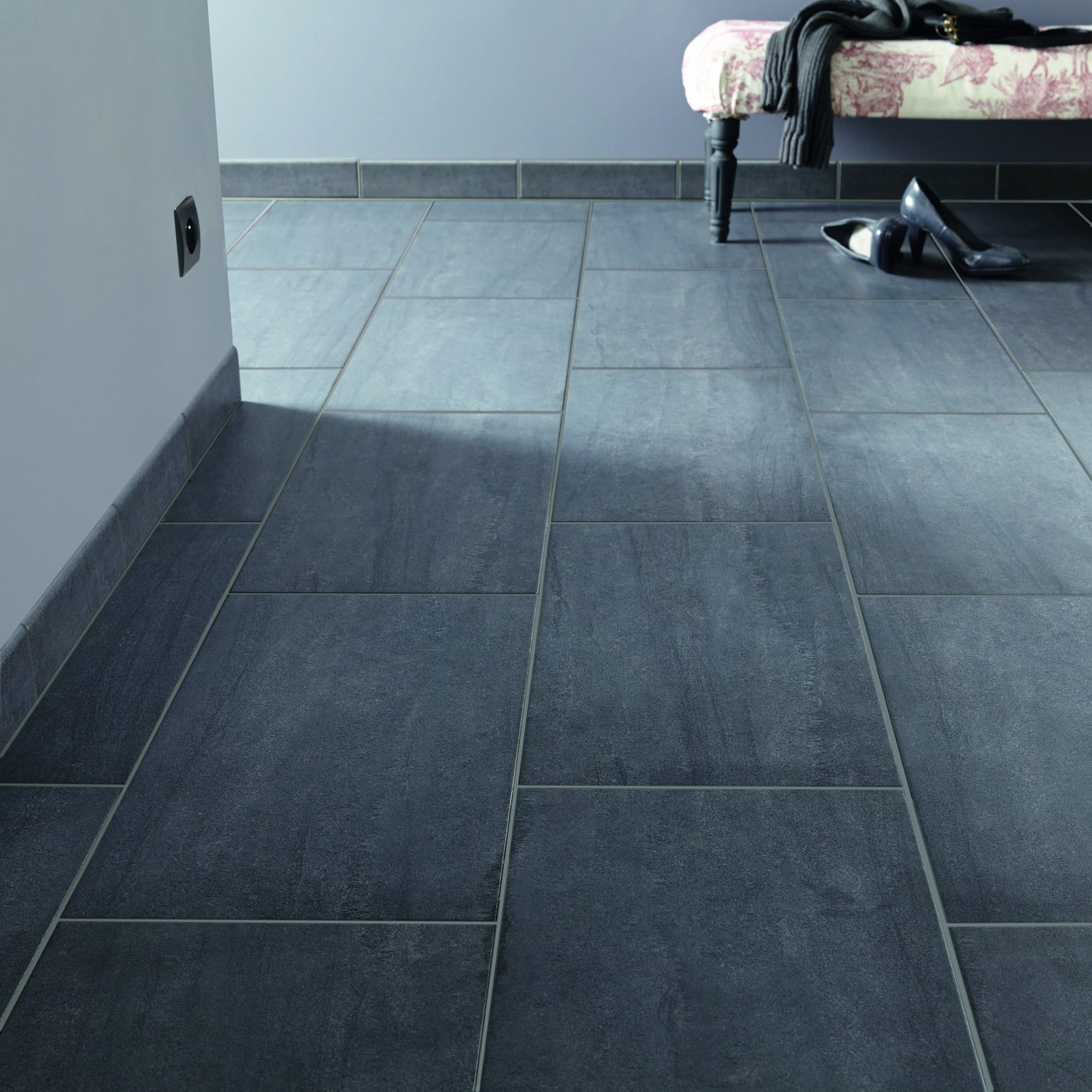 Carrelage gris anthracite rectangulaire