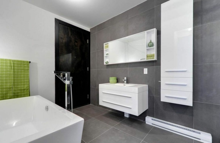 Carrelage gris dans salle de bain - livraison-clenbuterol.fr