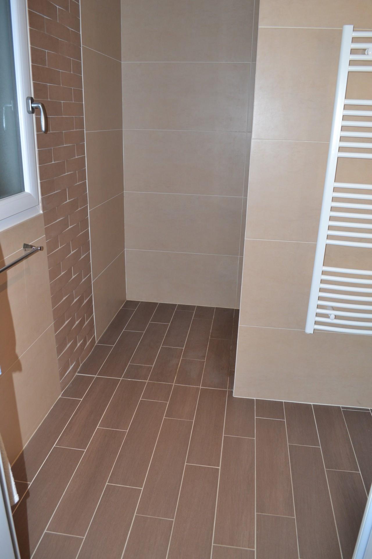 Carrelage salle de bain facon parquet livraison - Carrelage imitation parquet pour salle de bain ...