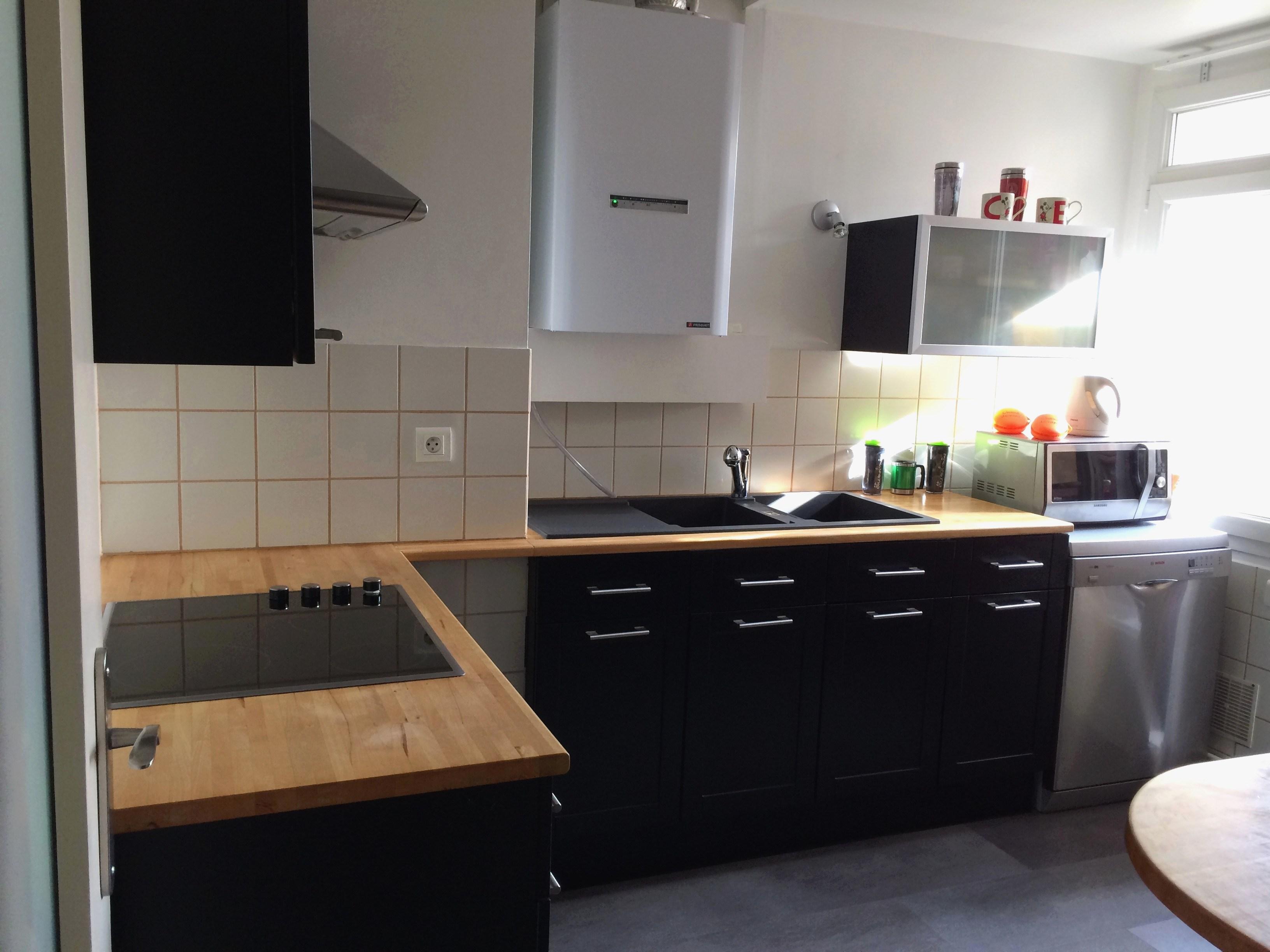 cuisine noire plan de travail bois clair - livraison-clenbuterol.fr