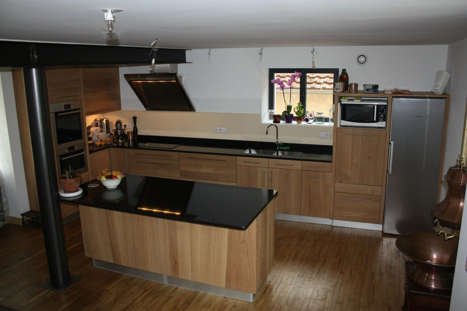cuisine en chene avec plan de travail noir livraison. Black Bedroom Furniture Sets. Home Design Ideas