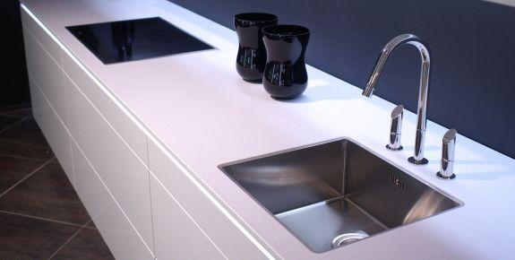 prix plan de travail en pierre pour cuisine livraison. Black Bedroom Furniture Sets. Home Design Ideas