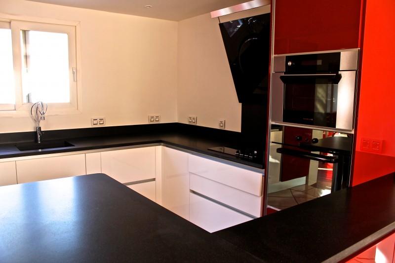 Cuisine Blanche Avec Plan De Travail En Granit Noir Livraison